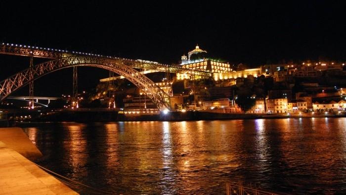 Porto by Night & Dinner and Fado Show